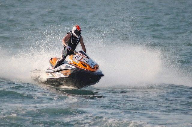 jet-ski-1446040_640